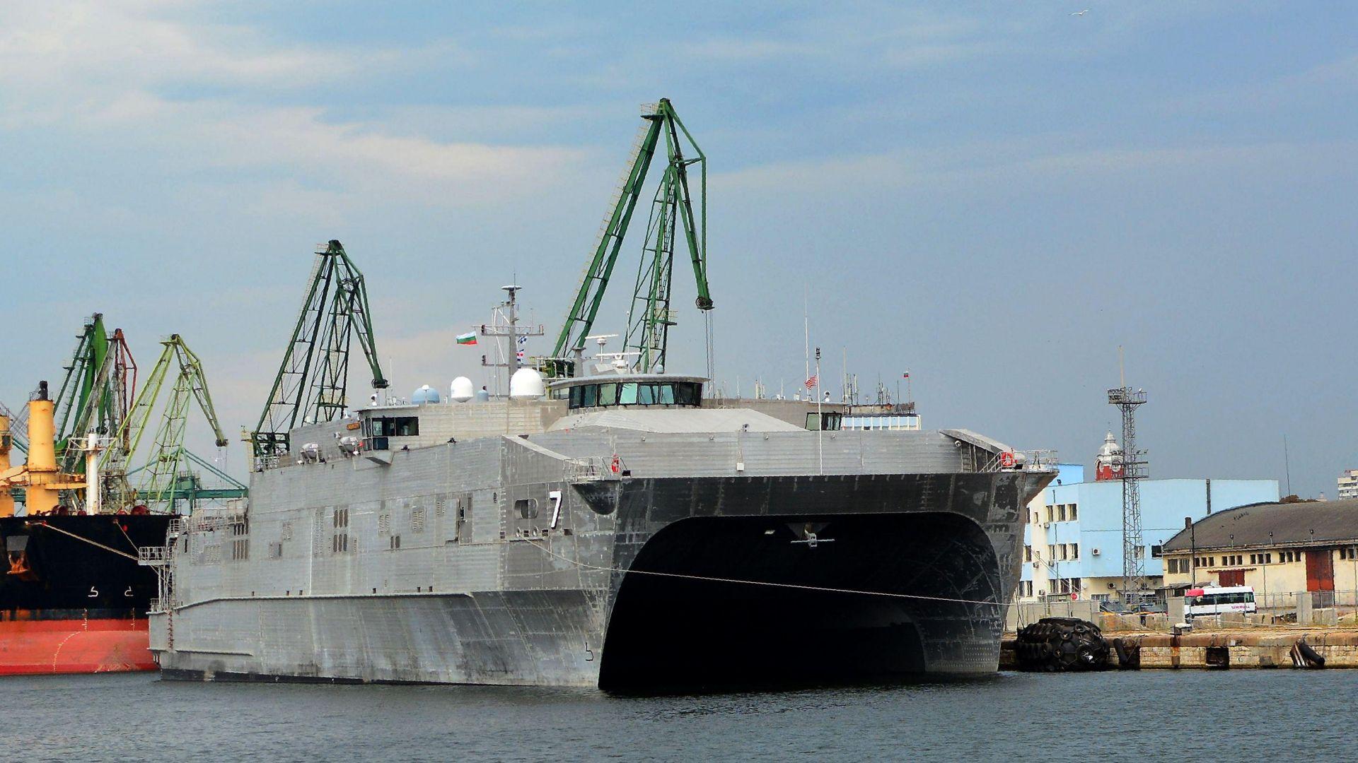 Необичаен боен кораб е на посещение във Варна