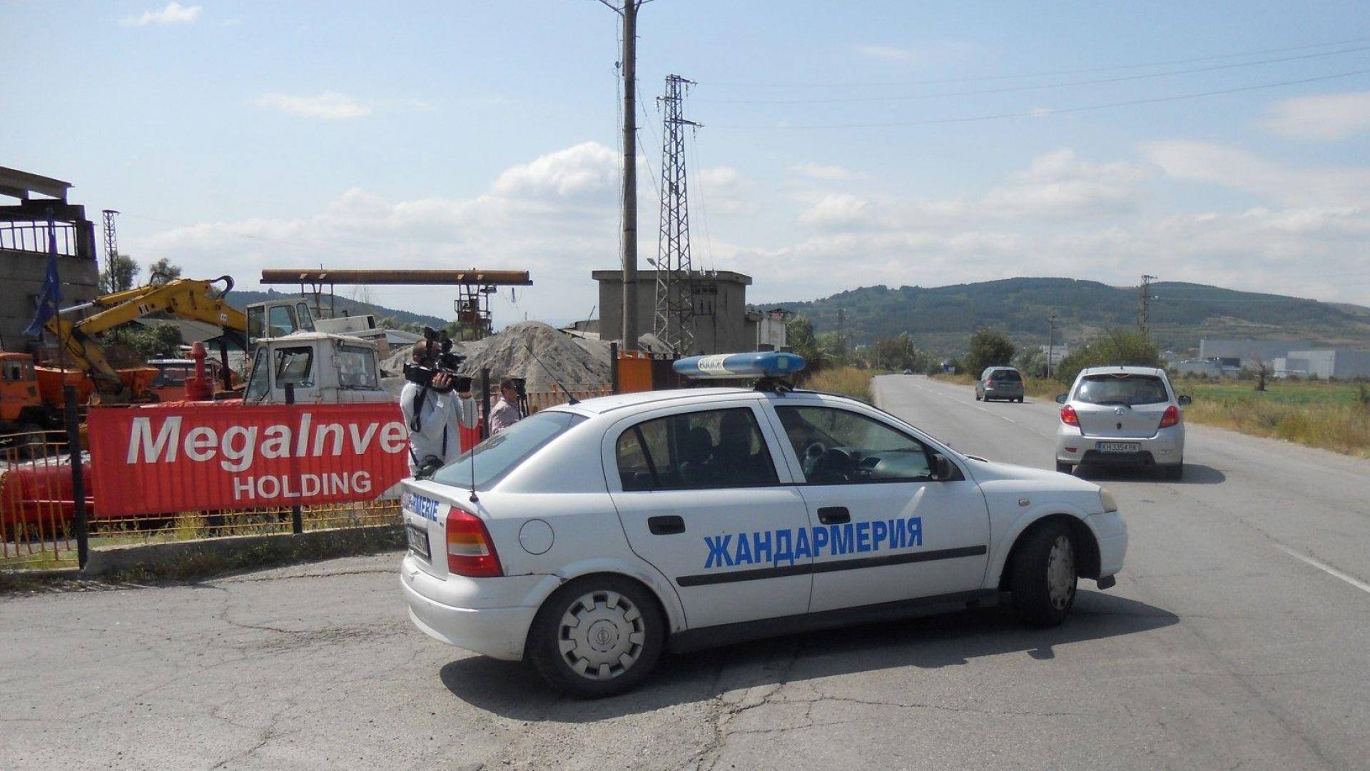 """Разследващи и полиция влязоха в офиса на """"Мегаинвест холд"""" в Дупница"""