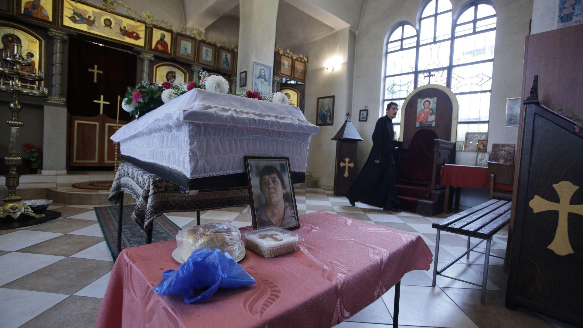 Погребаха първите жертви от автобуса ковчег