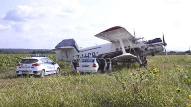 Нов инцидент с малък самолет, няколко села са без ток