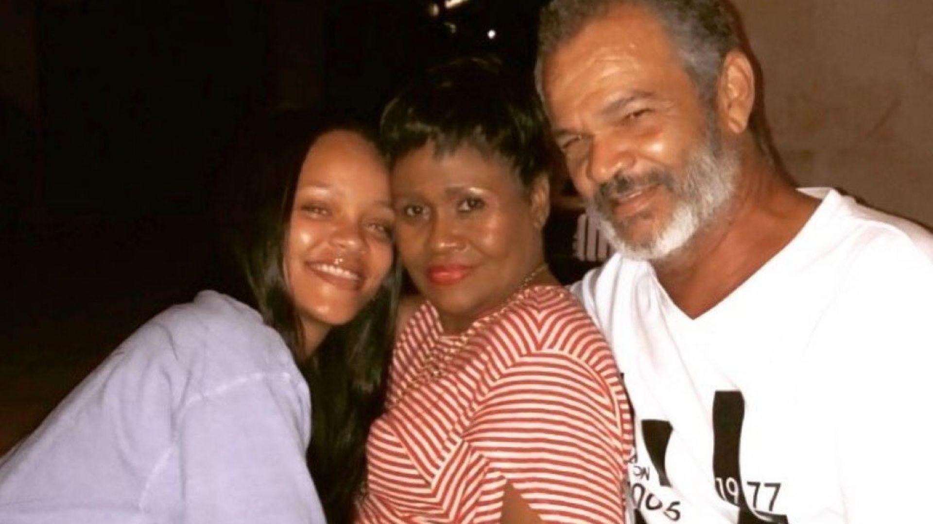 Риана се прибра при родителите си в Барбадос