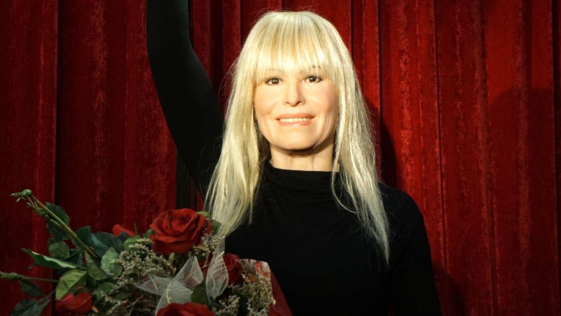 Лили Иванова с восъчна фигура във Варна