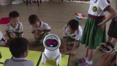 Запознайте се с Кико - робота-учител в китайските детски градини (видео)