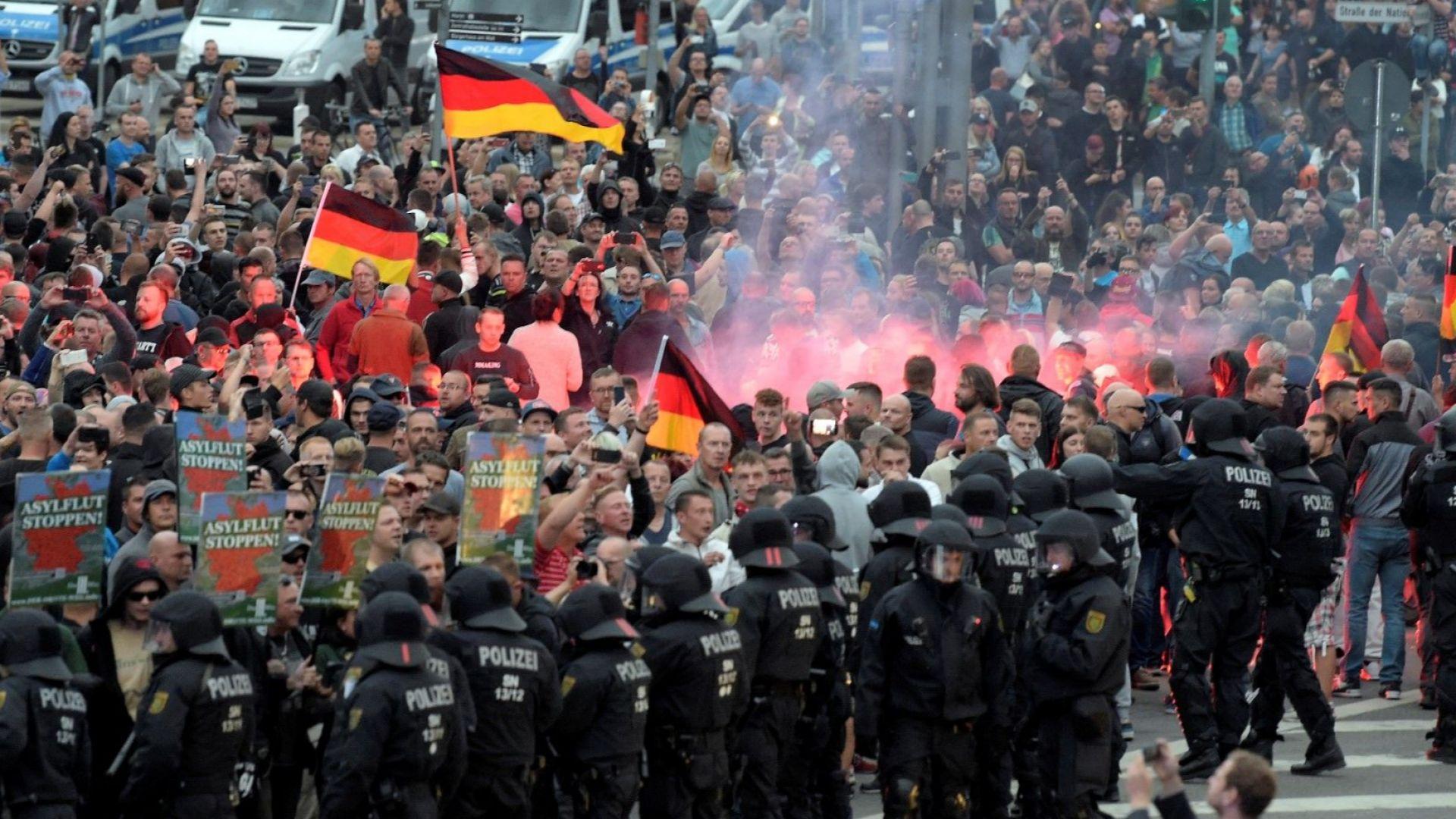 Полицията е съдействала на десните в Кемниц ?
