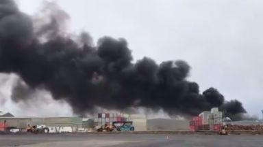 Огнен ад в химически завод в Мелбърн (снимки)