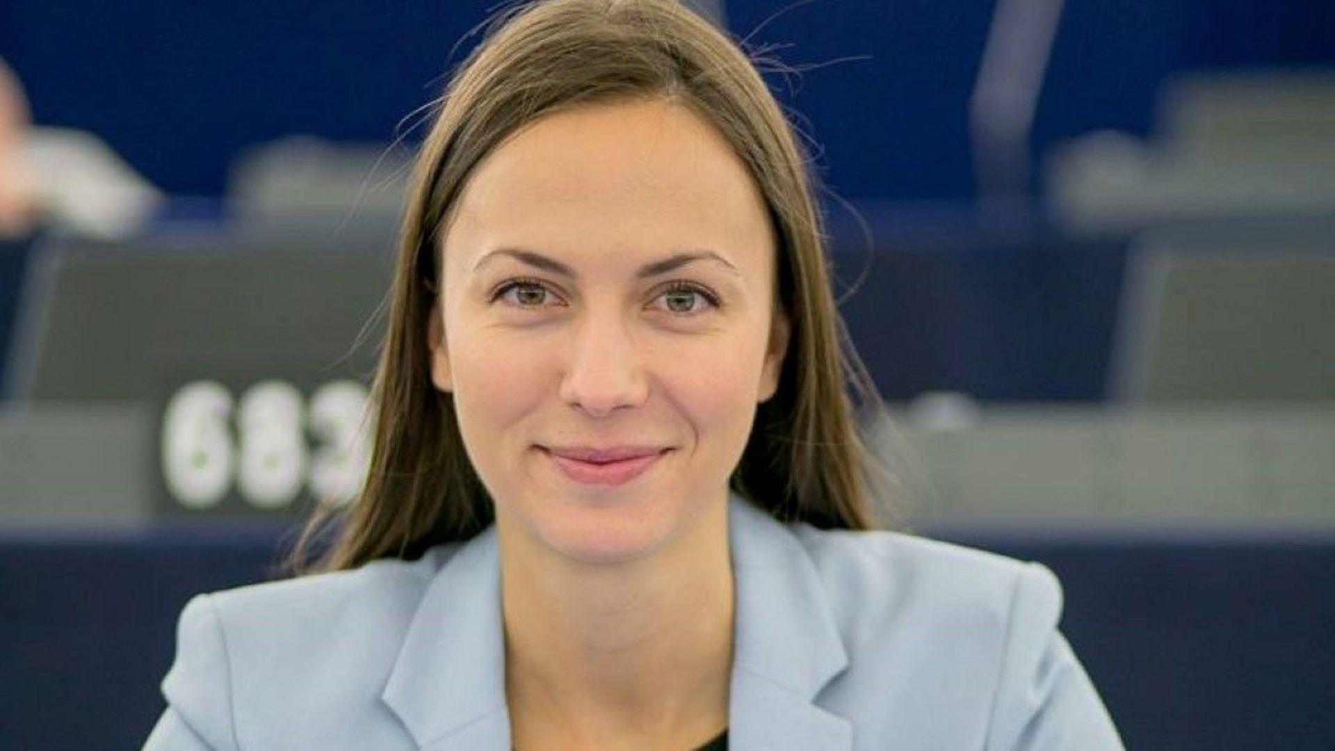 Ева Майдел: До 2025 година ПИН-кодовете за картови плащания ще отпаднат