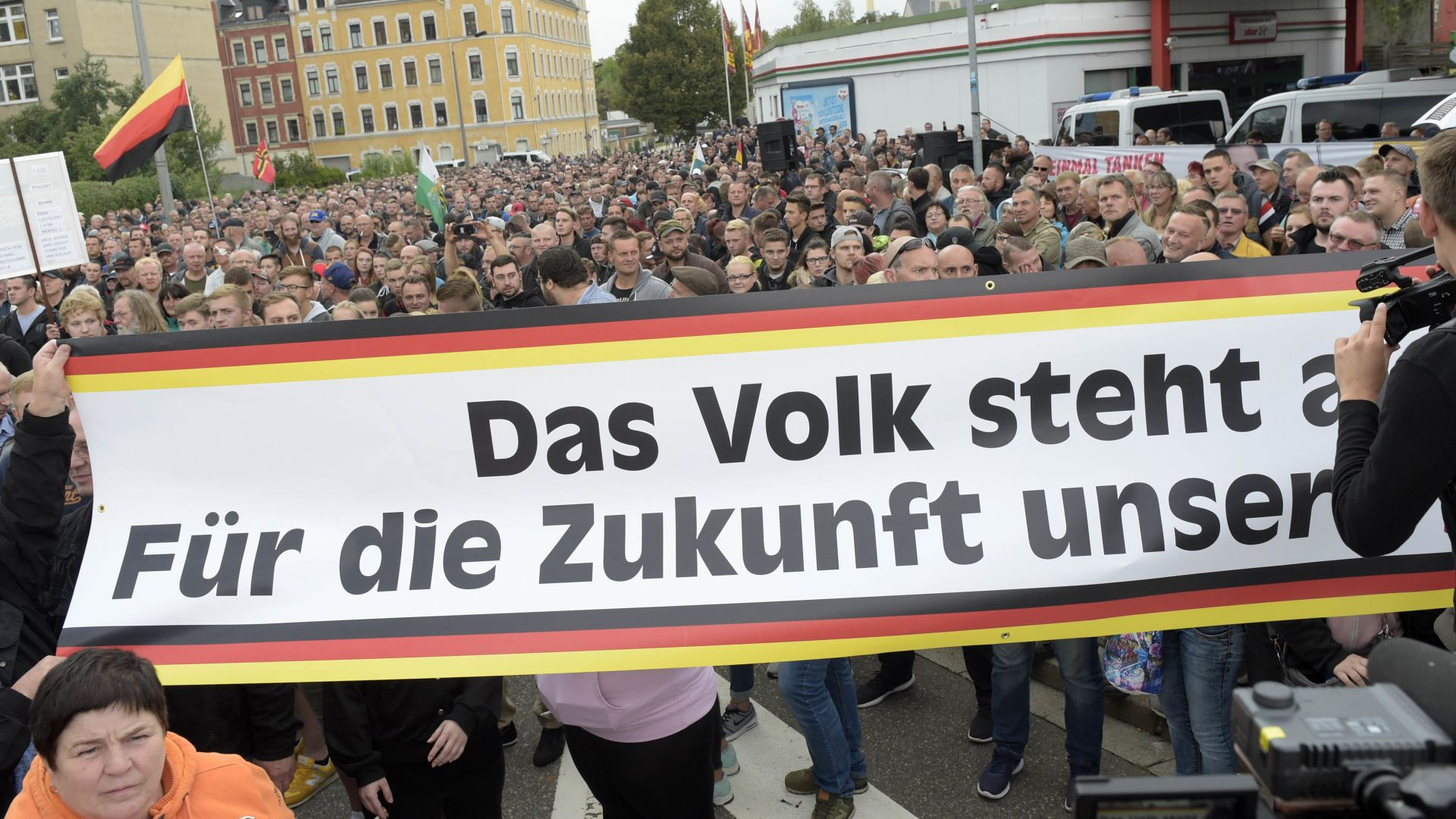 Пак напрежение в Кемниц - над 1000 десни екстремисти на протест (снимки)