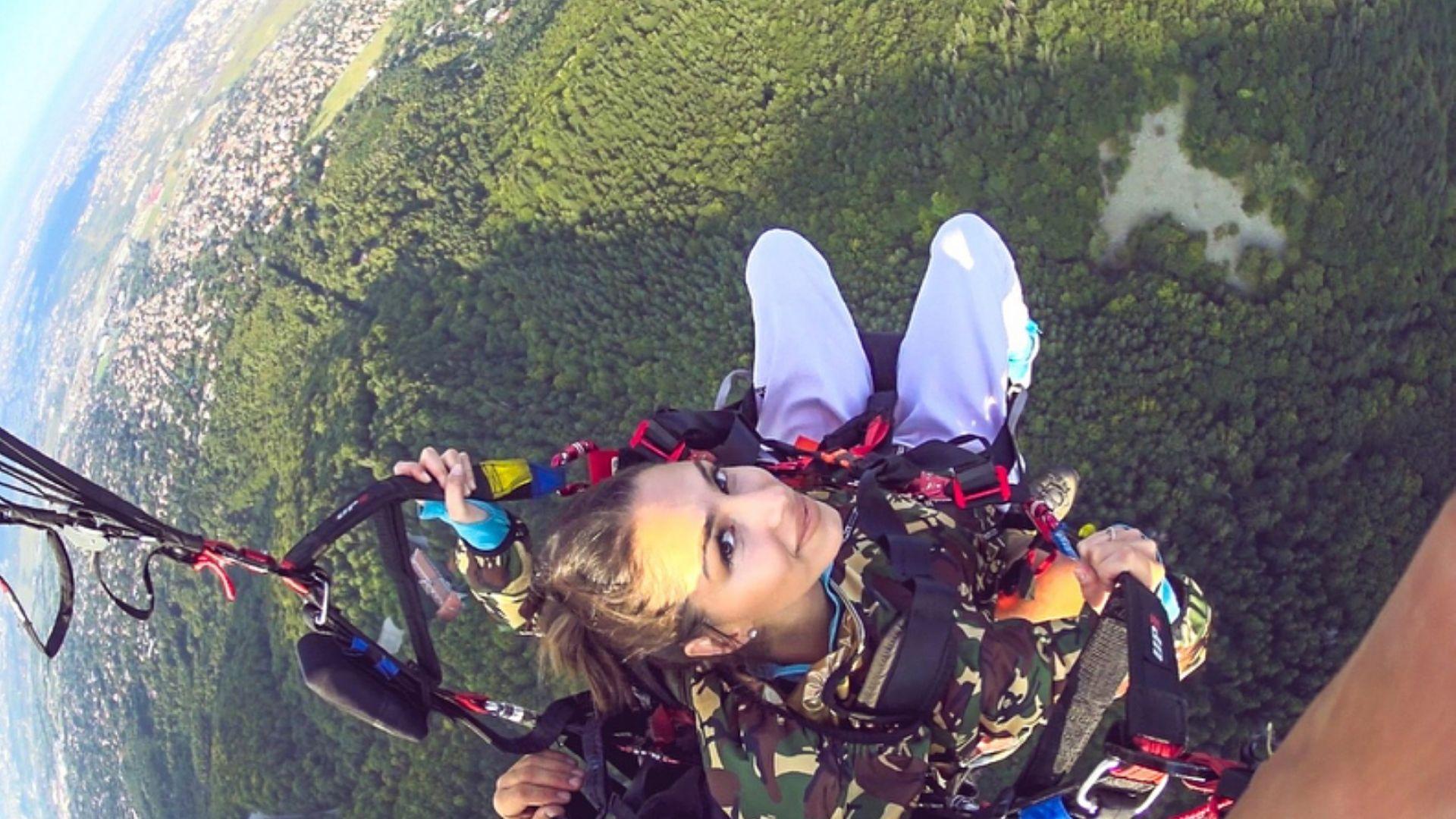 Цвети Стоянова скочи с парашут (снимки)