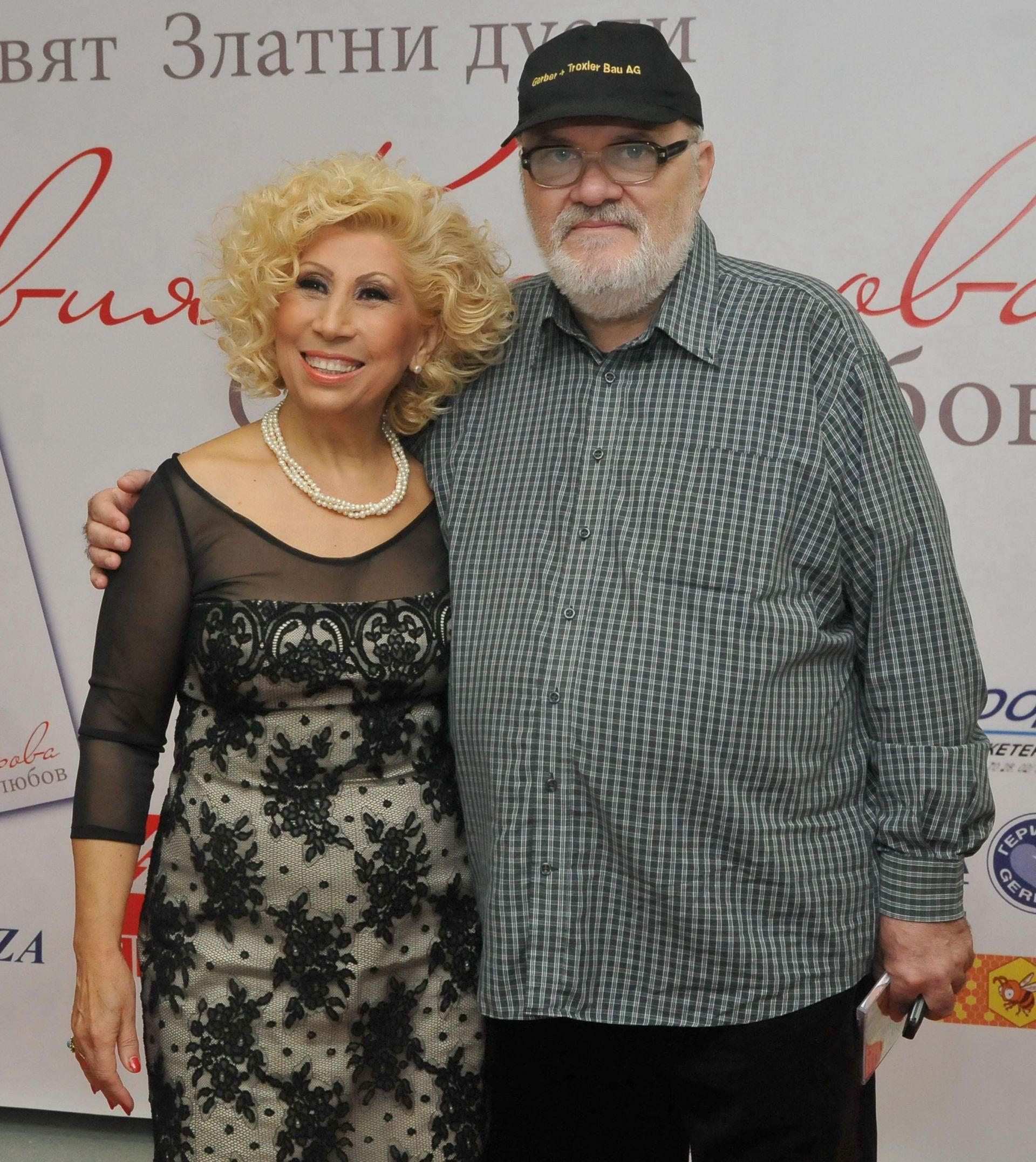 Композиторът с една от любимките си - певицата Силвия Кацарова. Сн. Личен архив на композитора