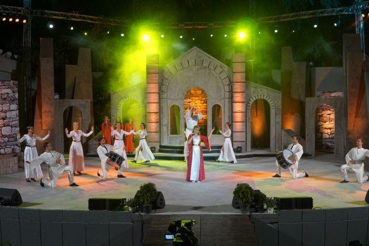 """Сцената на """"Пирин фолк"""" винаги е била радостно събитие за града и гостите му. Сн. Архив на фестивала"""
