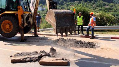 Съпругата на служебен министър на Румен Радев водила проекта за ремонт на пътя Мездра-Своге