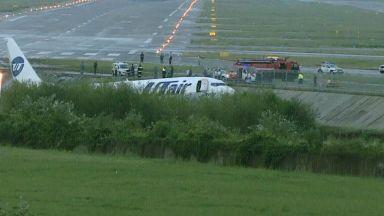 Тежък инцидент с Боинг при кацане на летището в Сочи (сурови видеокадри)