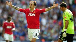 Бербатов даде ценни съвети на настоящия номер 9 на Юнайтед