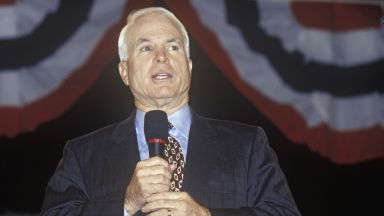 Във Вашингтон се прощават със сенатор Джон Маккейн