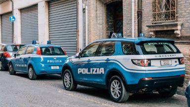 Полякиня уби човек и рани трима с нож в Италия
