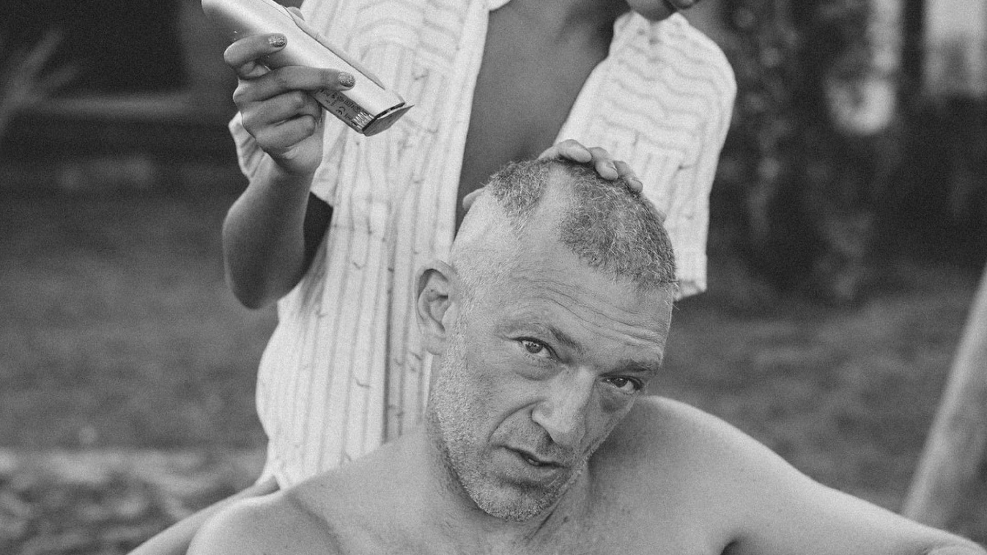 Венсан Касел си обръсна главата след сватбата