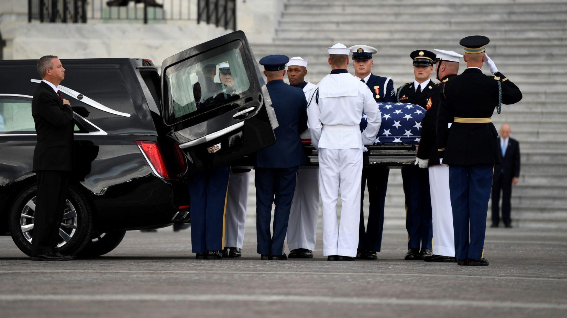 Джон Маккейн бе погребан във Военноморската академия в Анаполис