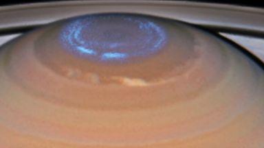 """Телескопът """"Хъбъл"""" засне северно сияние на Сатурн (видео)"""