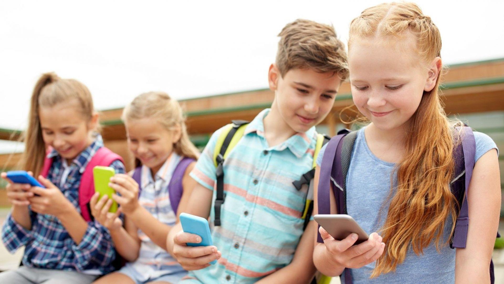 Американските тийнейджъри предпочитат да си пишат SMS-и, вместо да се срещат