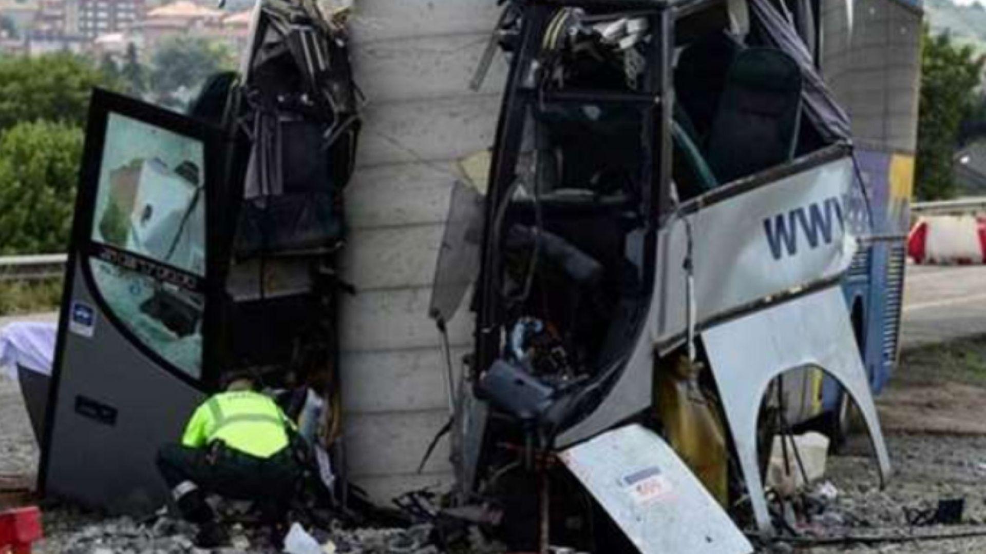 Автобус се заби в колона на мост в Испания, има жертви