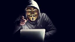Тайнствени хакери даряват откраднатите пари