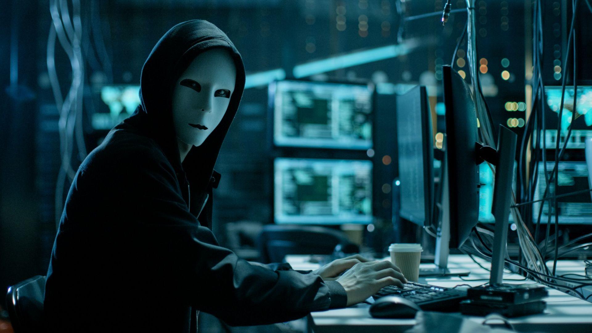 САЩ обвиниха румънци за взлом в 400 000 компютъра