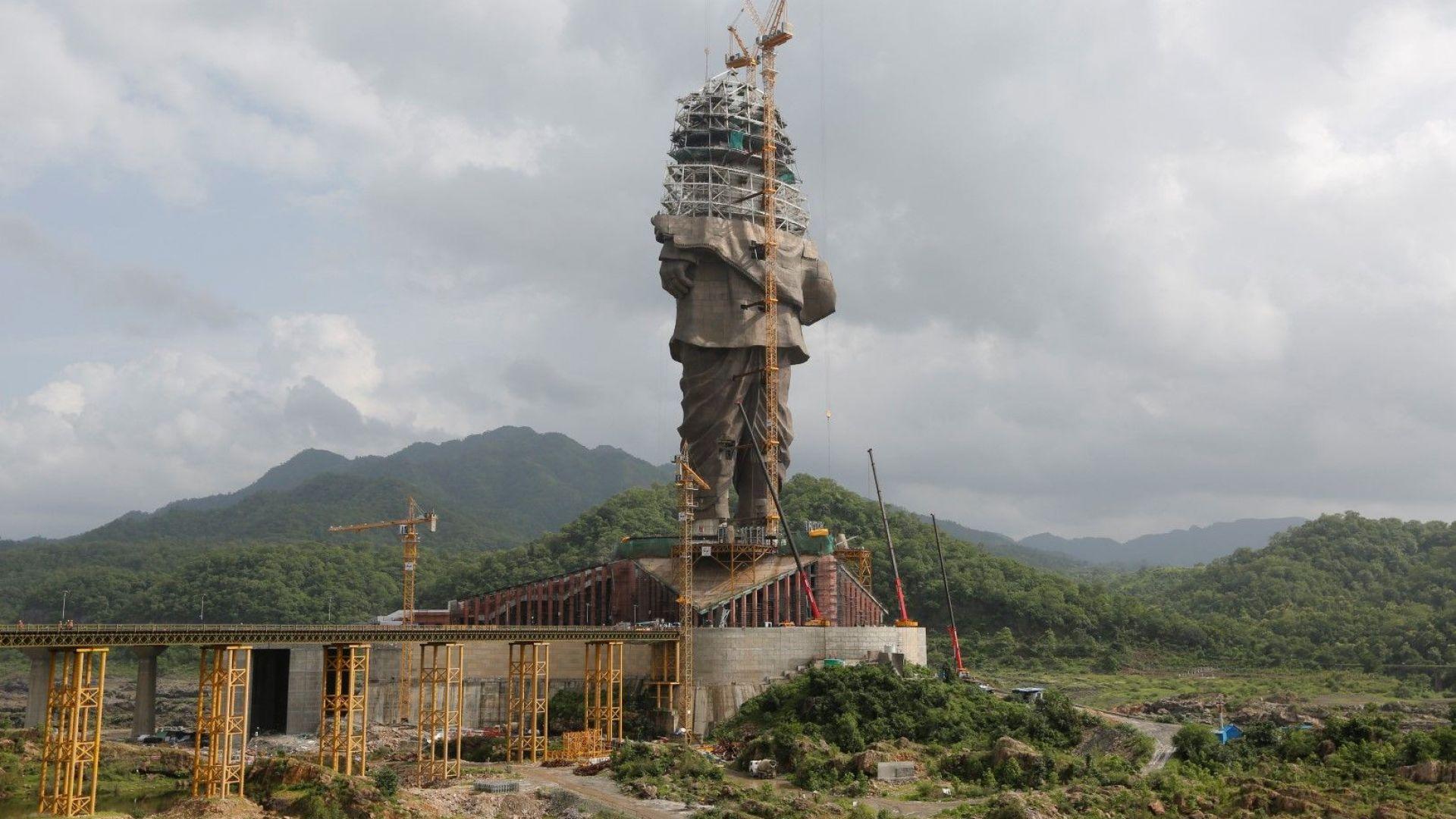 Паметникът ще е висок 182 метра