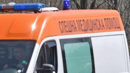 Майка с бебе удари с телефона си фелдшерка в Спешна помощ