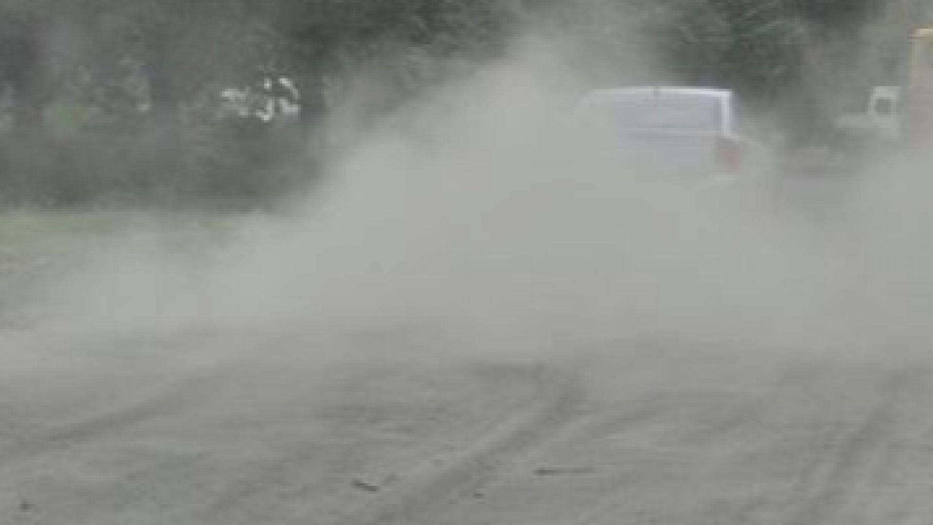 Шофьор на тир разсипа цимент в Хасково