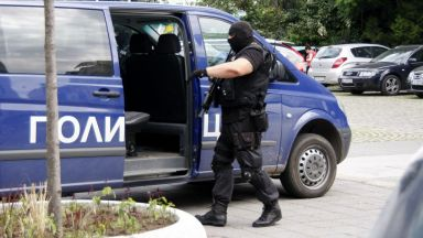 Над 10 задържани при спецоперация в Бургас
