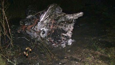 Две БМВ-та се удариха челно, едното се разцепи и изгоря с шофьора (видео)