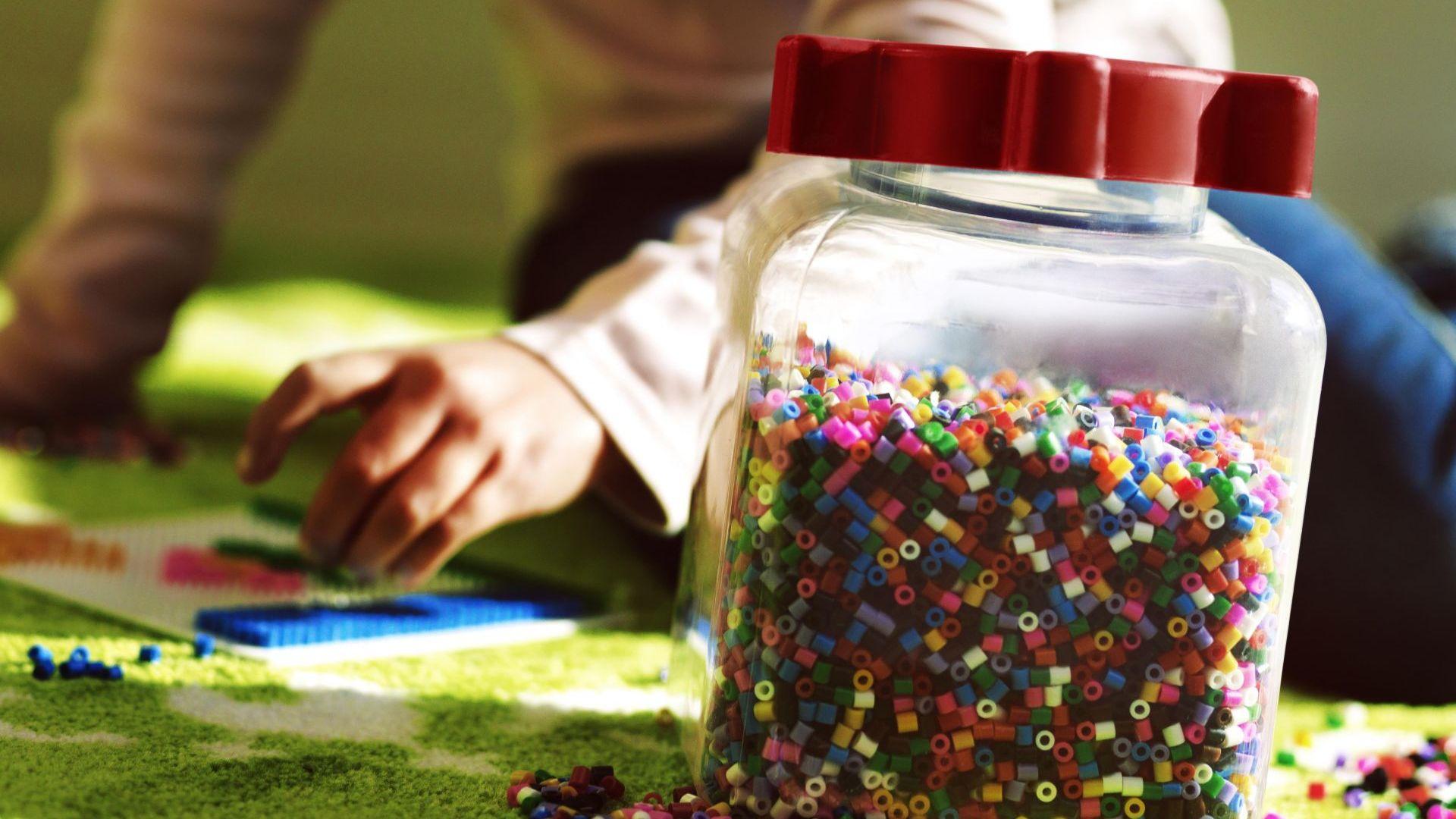 Работилница у дома: 5 нестандартни идеи за игри за малки и големи