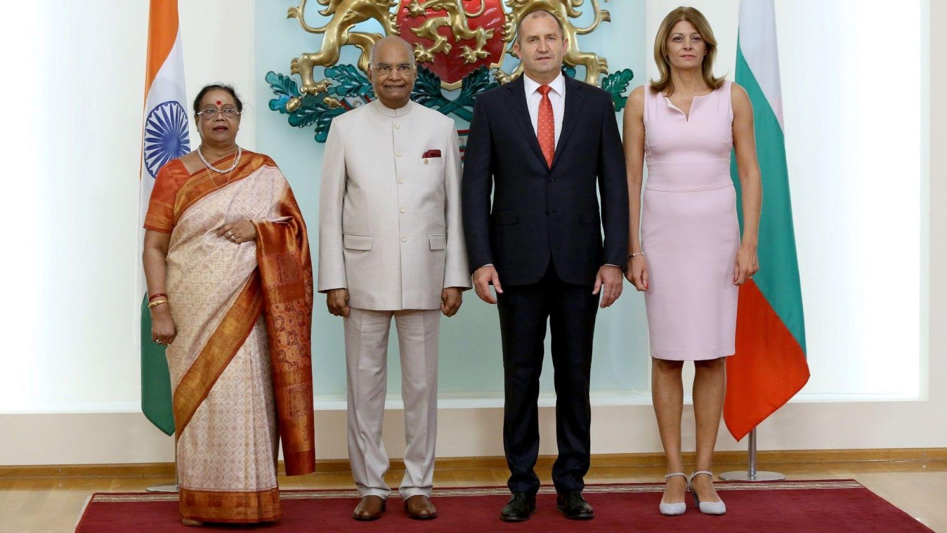 Деси Радева посрещна първата дама на Индия в бледорозова рокля