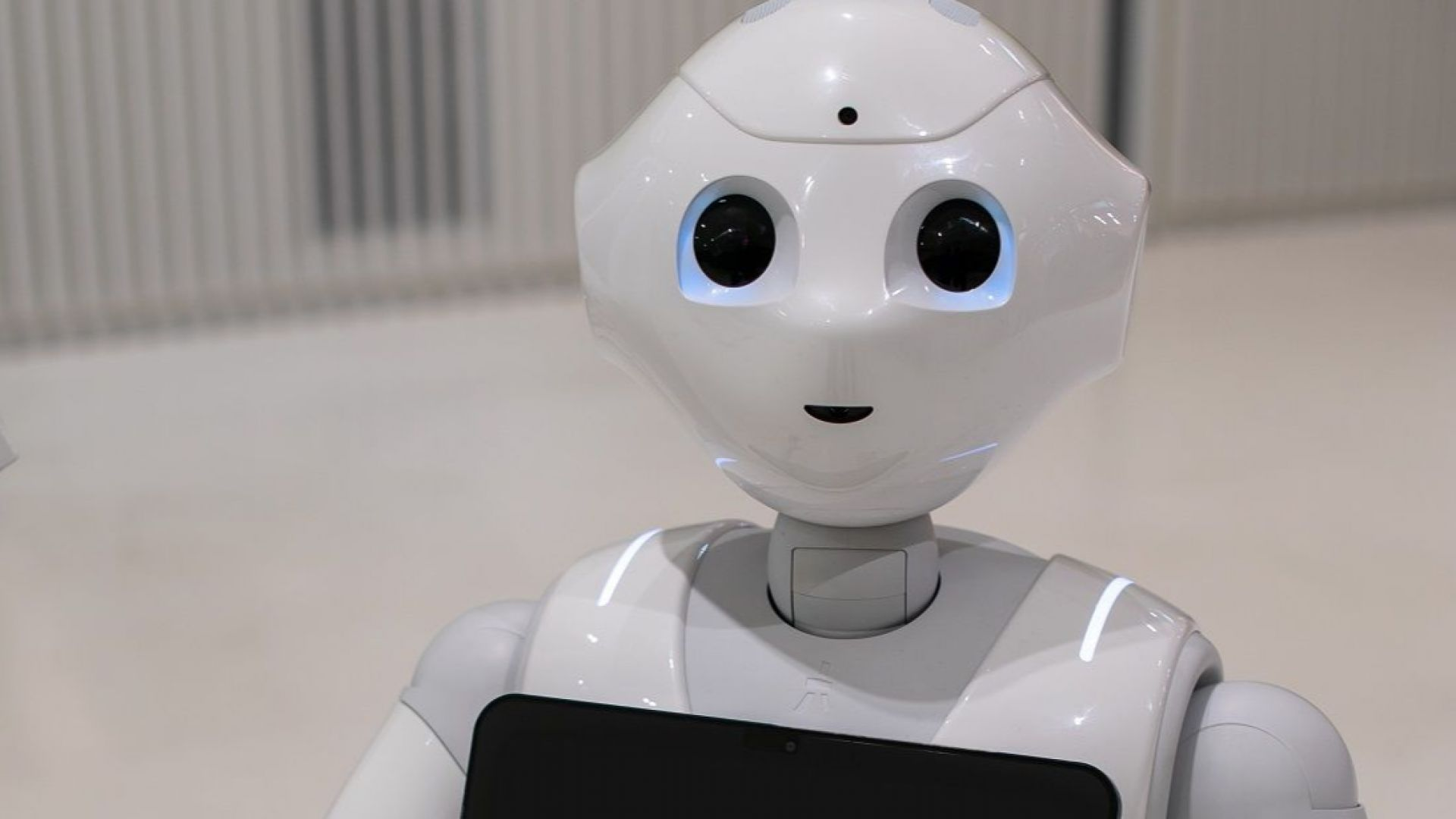 Хуманоиден робот, владеещ 15 езика, влиза в час