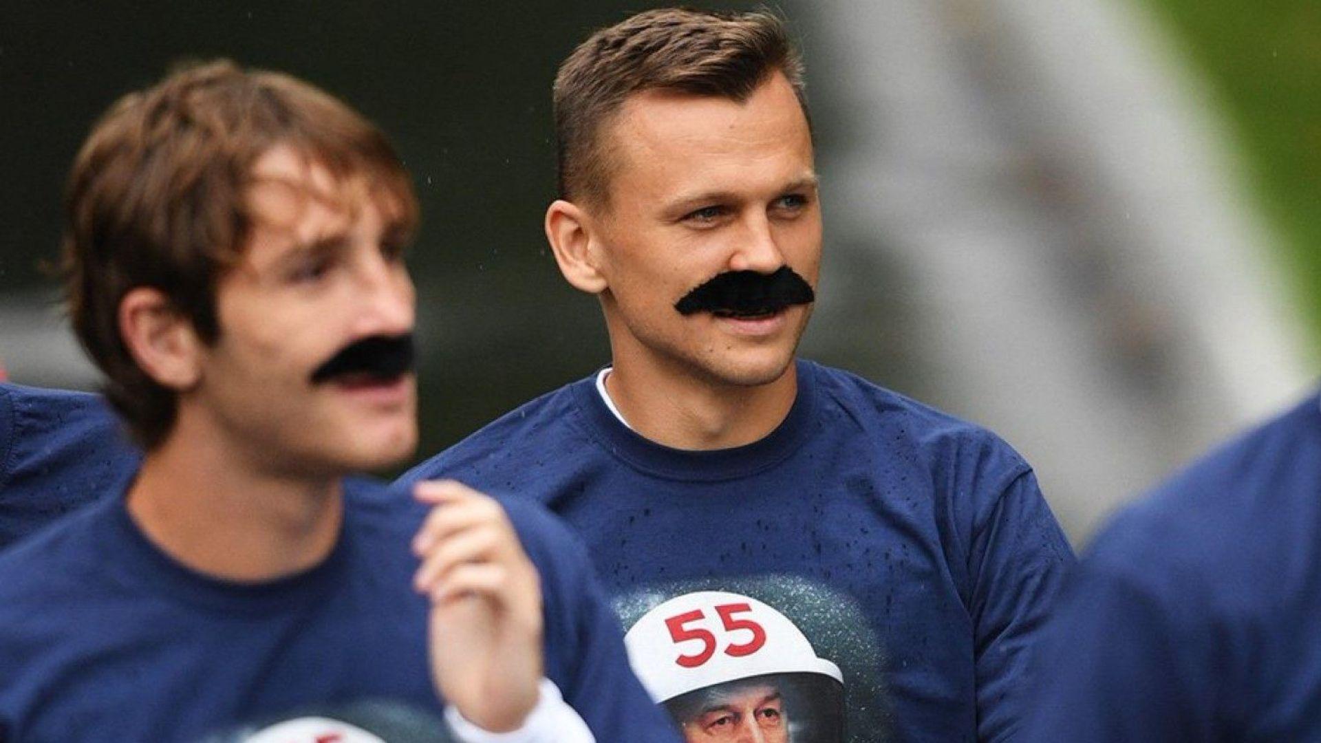 Руските играчи се появиха с мустаци в чест на Черчесов