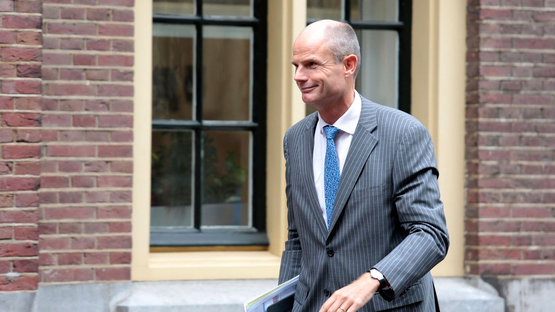 Холандският външен министър Стеф Блок оцеля след вот на недоверие