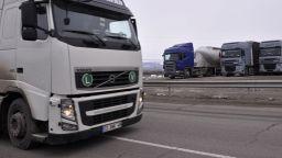 Пътят Секулово-Тодор Икономово е опасен за камиони, компрометиран е мост