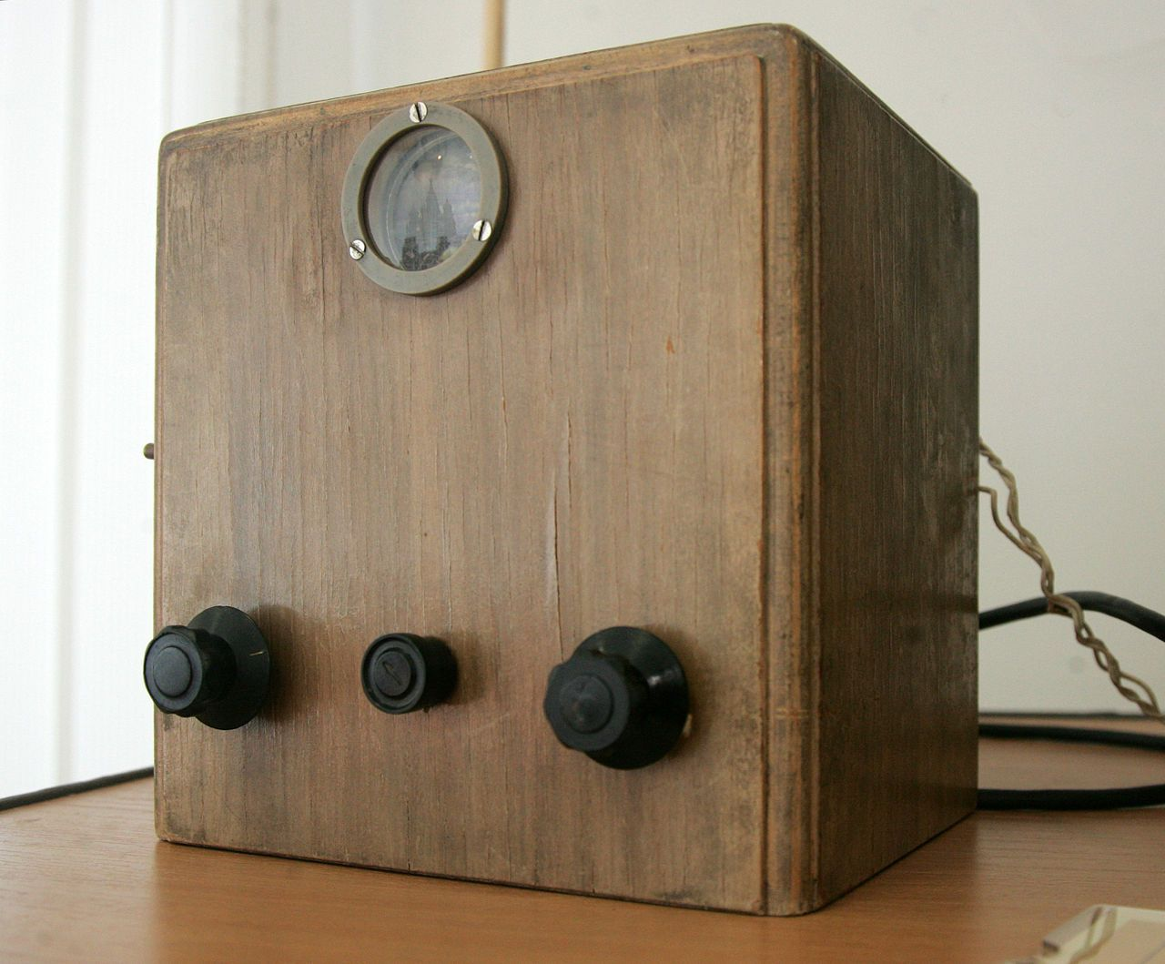 Б-2 е първият съветски телевизор, който влиза в серийно производство