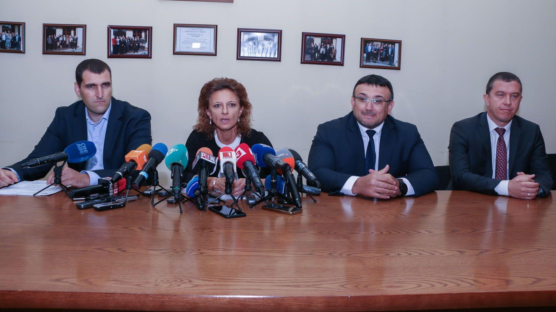 Искат постоянен арест за Миню Стайков, търсят сина му в Европа
