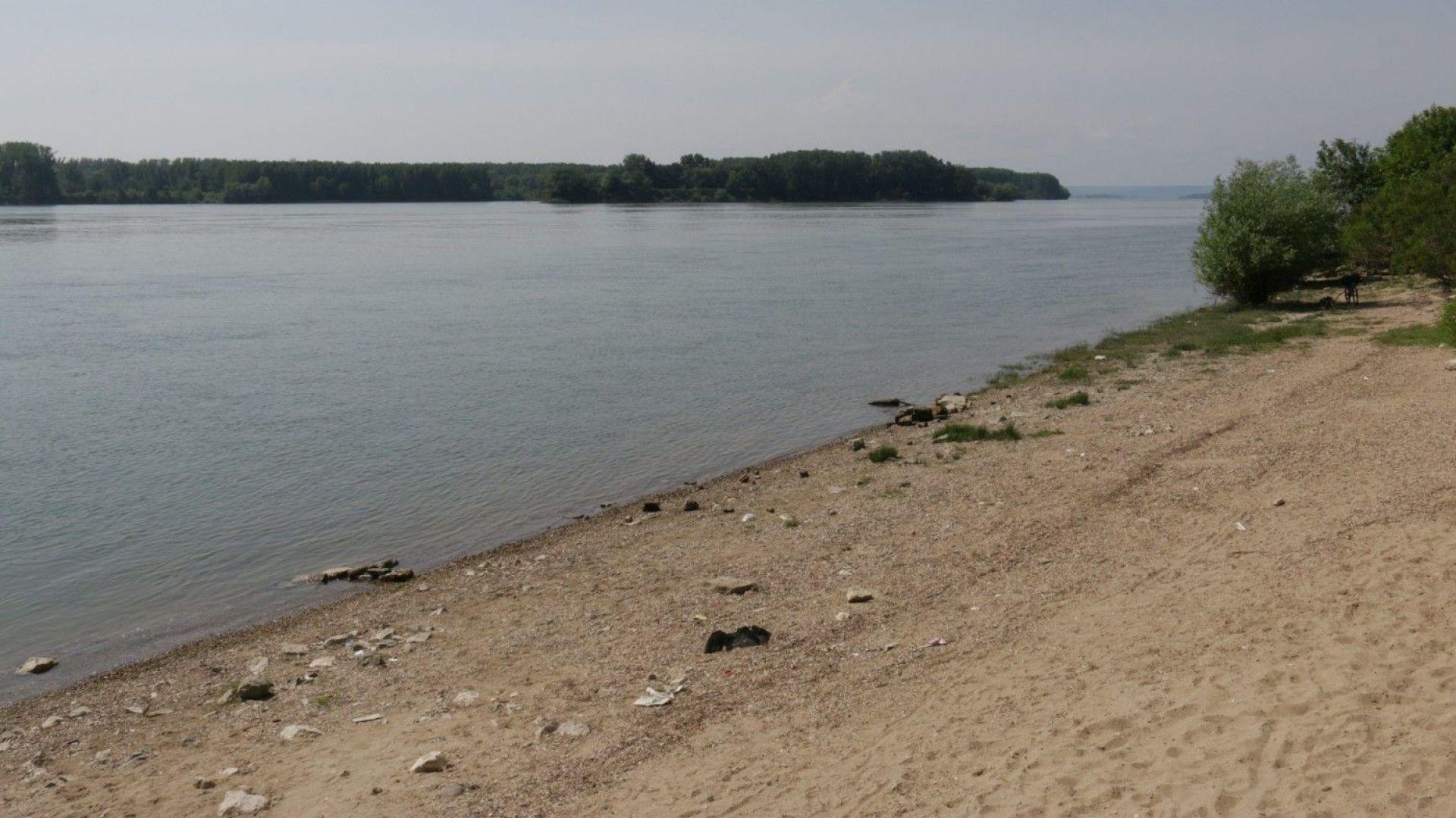 Петима нелегални мигранти са заловени при опит да преминат река