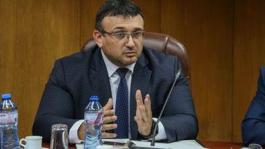 Вътрешният министър отхвърли обвиненията на Сидеров за случая с жена му