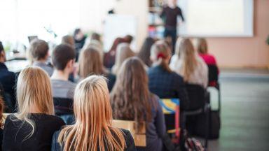 63% от българите недоволни от образованието, 41% съветват младите да учат в чужбина
