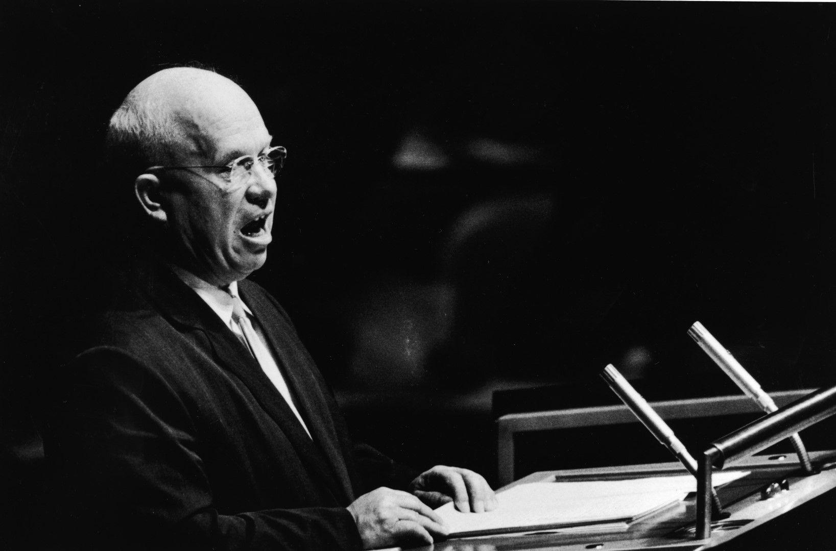 Хрушчов говори пред ООН в Ню Йорк през 1960 г.