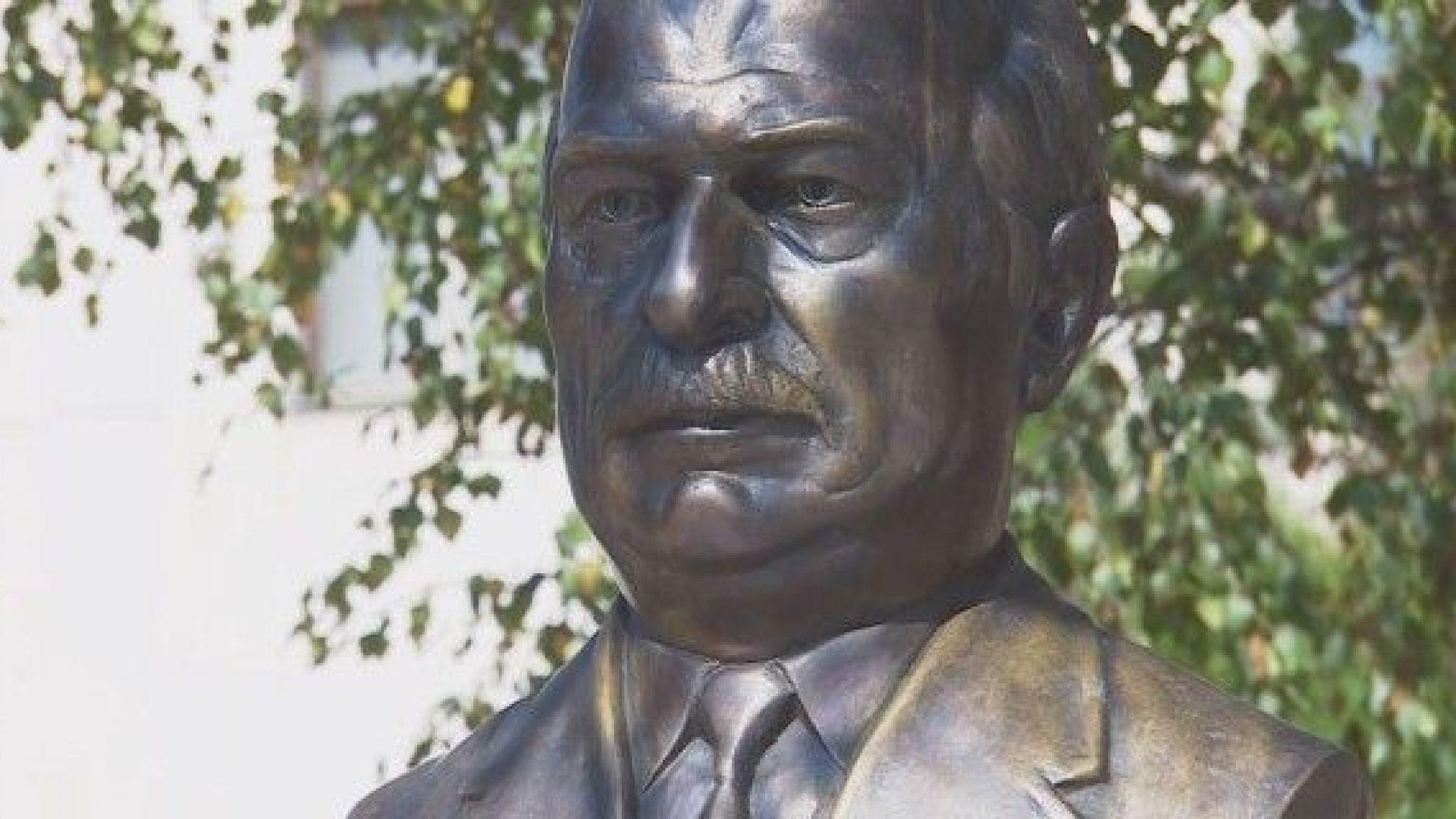 Паметник на Пенчо Кубадински разбуни родния му град