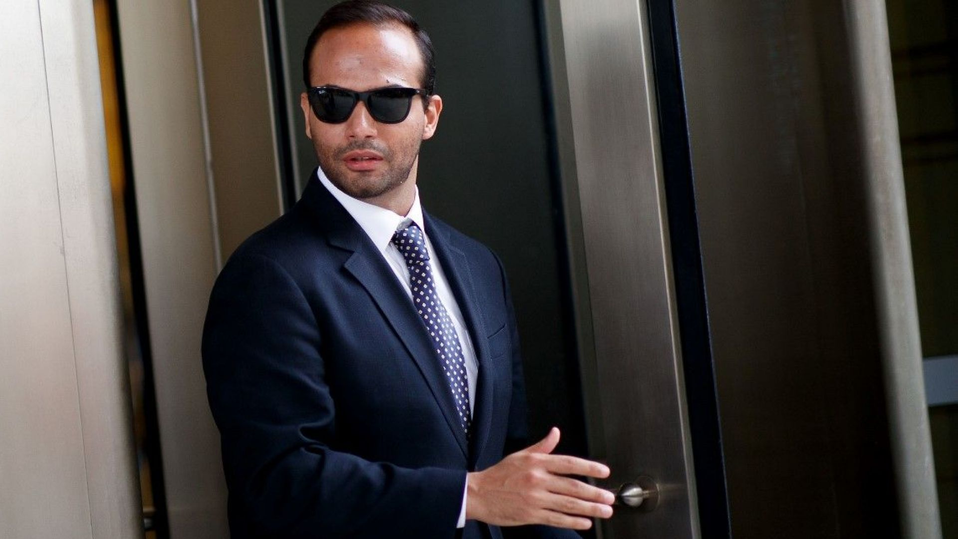 Бивш съветник на Тръмп влиза в затвора, излъгал ФБР за Русия