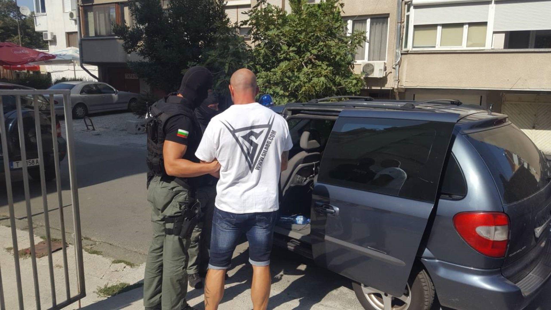 Разбита е наркогрупа при акция на ГДБОП, 12 души са задържани