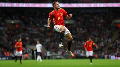 """Тики-така, Де Хея и малко късмет - Испания взе точките на """"Уембли"""""""