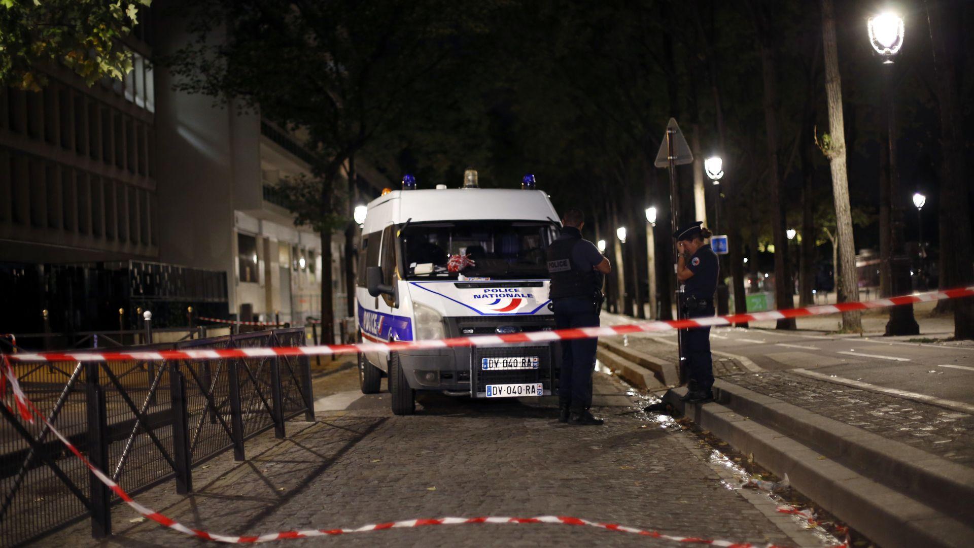 Седем ранени при нападение с нож в Париж (видео)
