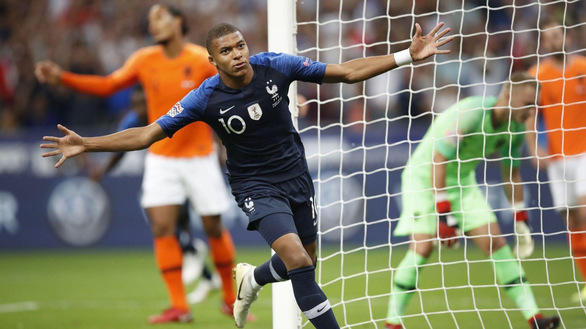 """Шампионът се завърна в Париж с победа, вдъхновен от """"златното момче"""" (резултати)"""