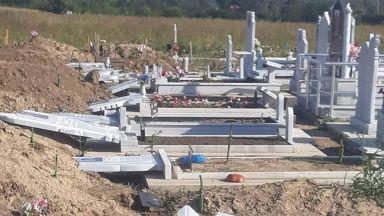 Поругаха над 40 мюсюлмански надгробни плочи в Добрич
